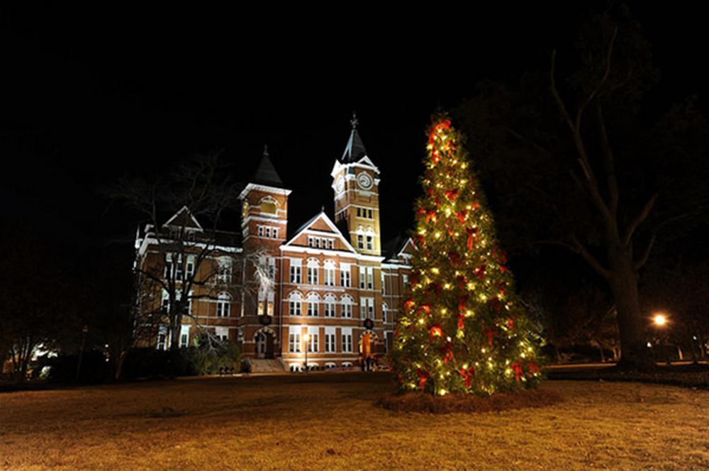 Samford Hall during the Holidays!